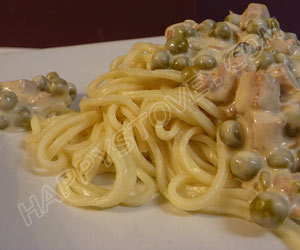 Pasta with Ham, Peas and Cream Sauce