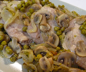 Pork Loin Fillets with Peas and Mushrooms - By happystove.com