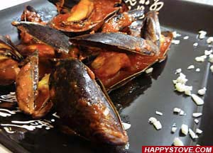 Black Mussels in Tomato Sauce - By happystove.com