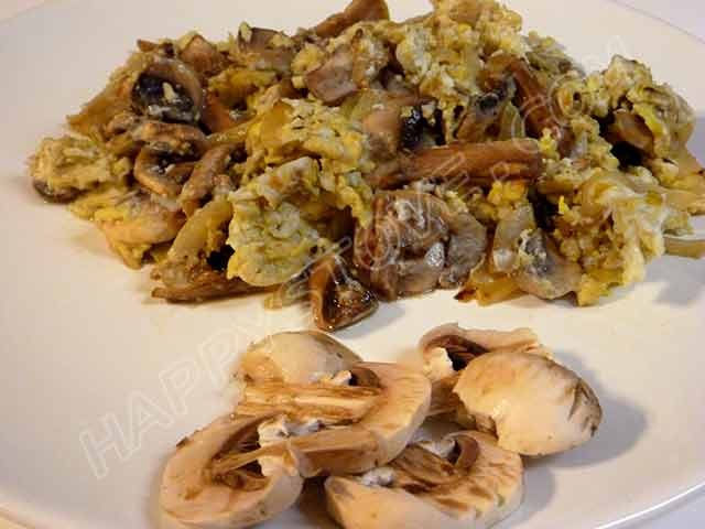 Mushroom Scrambled Eggs - By happystove.com
