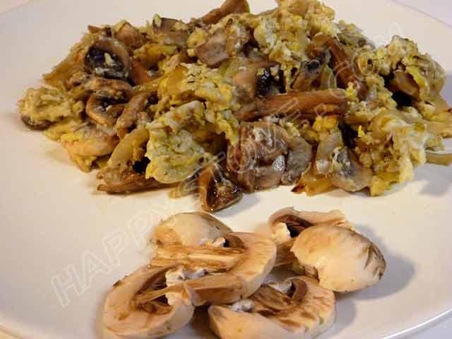 Mushroom Scrambled Eggs - By happystove.com