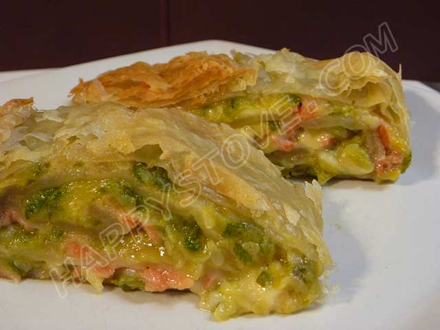 Smoked Salmon and Zucchini Puff Pastry Roll - By happystove.com